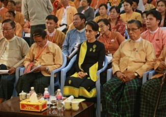 NLD leaders, including Chairperson Aung San Suu Kyi (c) and Tin Oo (r), pictured at the party congress on 14 December 2014. (PHOTO: DVB)
