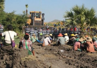Protestors confront police at the Letpadaung mine on 22 December 2014. (Photo: DVB)
