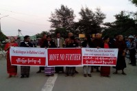 Protestors wait for UN Special Rapporteur Yanghee Lee at Sittwe airport on 8 January. (PHOTO: DVB)