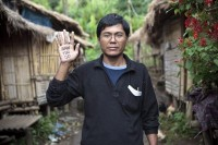 A former political prisoner shows solidarity for current prisoner of conscience in Burma. (PHOTO: James Mackay/ Enigma)