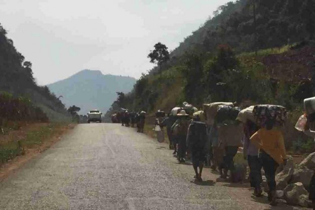 Workers, civil servants and family members of police officers head by foot from Laogai towards Lashio, a distance of some 200 kilometres, on 14 February 2015. It is believed that most or all manged to hitch lifts in trucks and vehicles. (PHOTO: provided for DVB)