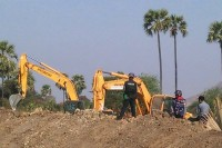 The arrival of bulldozers at the Latpadaung copper mine site on 10 February 2015 sparked another bloody confrontation. (PHOTO: DVB)