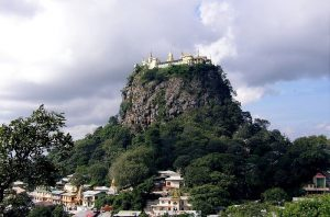 Mount Popa, as it can normally be seen (Photo: Wikicommons)