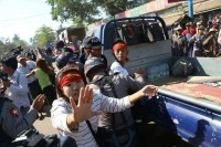 Police arrest students and activists who were protesting against the National Education Law, Letpadan, March 2015. (PHOTO: DVB)