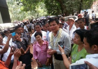 Nay Myo Zin addresses reporters outside court in Dagon Township, Rangoon Division (Photo: DVB)