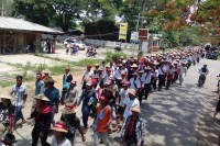 Protestors hold a rally in Karenni State capital Loikaw on 4 May 2015 in solidarity with farmers sentenced for trespassing. (PHOTO: DVB)