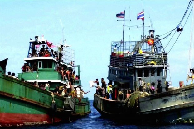 Boats carrying migrants off the coast of the Thai island of Koh Lipe, Thailand (Photo: Reuters screenshot)