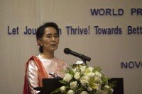 Burma's opposition leader Aung San Suu Kyi addresses a Rangoon audience on 4 May 2015 in a speech to mark World Press Freedom Day. (PHOTO: DVB)