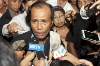 Htun Htun Htiike looked stressed and exhausted in October when he was mobbed by reporters at Rangoon airport upon his return to Burma after visiting his son in a Thai prison. (PHOTO: DVB)