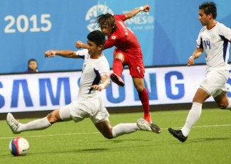 File photo from 2015: Burma's Kaung Sat Naing (in red) lets fly in his side's 5-1 win over the Philippines. (PHOTO: Lawrence Tan/SINGSOC)