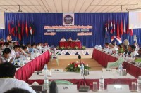 Ethnic delegates discuss amendments to the draft ceasefire agreement in Law Khee La this week. (PHOTO: DVB)