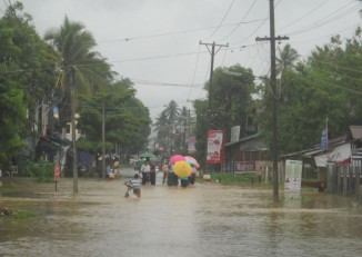 Flooding in the streets of Tavoy, 26 June 2015. (PHOTO: DVB)