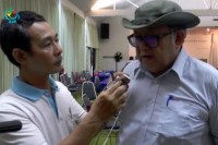 Col. Hkun Okker (right), a senior statesman among the ethnic coalition, talks to DVB's Aye Nai on the sidelines of the senior delegation summit in Chiang Mai on 24 August 2015. (PHOTO: DVB)