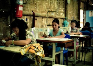 Sewing course at Mae La refugee camp. (Photo: ADRA Thailand)