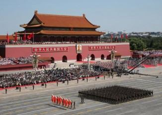 Chinese People's Liberation Army soldiers march in formation past the Tiananmen Gate during a military parade to mark the 70th anniversary of the end of World War II, in Beijing, China, 3 September 2015. (PHOTO: REUTERS)