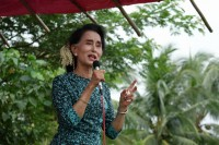 NLD leader Aung San Suu Kyi addresses a party rally in Hmawbi, Rangoon Division, on 10 October 2015. (PHOTO: Eleven Media)