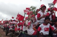 File photo of NLD supporters ahead of the general election in 2015. (PHOTO: DVB)