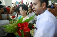 Burmese opposition leader Aung San Suu Kyi arrives at Thandwe Airport on 16 October 2015. (PHOTO: Reuters)