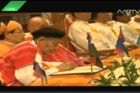 KNU leaders sign the historic ceasefire accord in Naypyidaw on 15 October 2015. (MRTV screenshot)