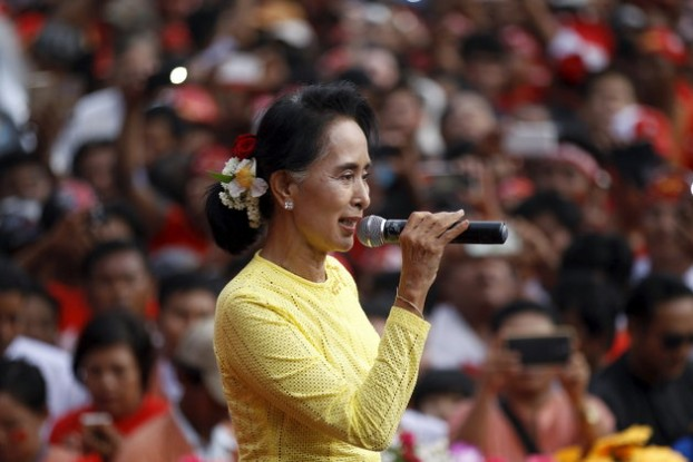 NLD leader Aung San Suu Kyi addresses a crowd in her home constituency of Kawhmu on 24 October 2015. (PHOTO: Reuters)