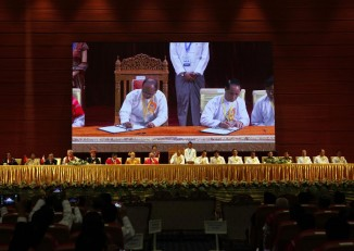 President Thein Sein and Vice President Sai Mauk Kham pictured signing Burma's Nationwide Ceasefire Agreement.