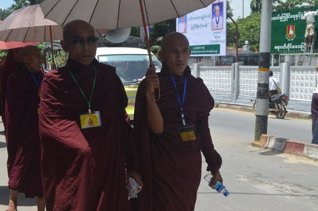 This September, a group of Buddhist monks walked in front of the USDP office in Pathein in the Ayeyarwady Delta to join a rally which which was held to celebrate the success of 'race and religion' laws. (Photo: Swe Win/Myanmar Now)