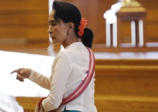 NLD leader Aung San Suu Kyi arrives at the Lower House of Parliament in Naypyidaw on 19 November 2015. (PHOTO: Reuters)