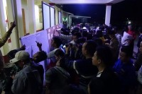 Reporters wait for election results in Loikaw, Karenni State 9 November 2015. (PHOTO:DVB)
