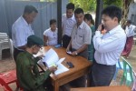 Military personnel and their family members waited at the entrance of an army hospital in Rangoon's Mingalardon township to vote in the 8 November elections. (Photo: Myanmar Now)