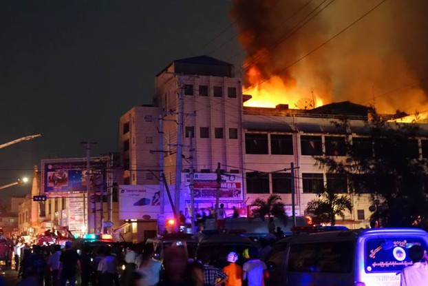 Crowds gather to watch firefighters battle the blaze that destroyed Mandalay's second-largest market on March 22, 2016. (Photo: DVB)