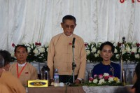 Tin Oo speaks at an NLD meeting with Aung San Suu Kyi seated next to him. (Photo: NLD)