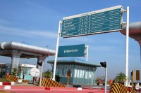 A toll gate on the Rangoon-Naypyidaw highway (Photo: Wikimedia)