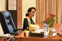 NLD leader Aung San  Suu Kyi convenes a meeting in Naypyidaw on 14 April 2016. (Photo: State Counselor's Office)