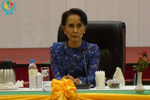 Aung San Suu Kyi speaks to members of the Joint Monitoring Committee in Naypyidaw on 27 April 2016. (Photo: DVB)