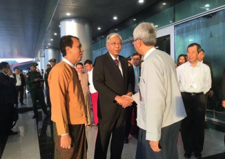 Steven Law, far right, stands to the side as President Htin Kyaw speaks to well-wishers as he prepares to depart on a trip to Russia on 18 May 2016. (Photo: Phyo Min Thein / Facebook)