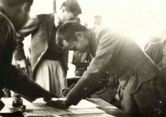 General Aung San signing the Panglong Agreement on 12 February 1947. (Photo: Wikimedia)