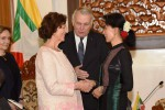 Burmese Foreign Minister Aung San Suu Kyi speaks to her French counterpart, Jean-Marc Ayrault, and his wife in Naypyidaw on 17 June 2016. (Photo: Ministry of Foreign Affairs)