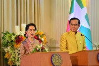 Thai Prime Minister Gen Prayut Chan-o-cha, right, looks on as Burma's State Counsellor Aung San Suu Kyi speaks to reporters in Bangkok on 24 June 2016. (Photo: MOFA)