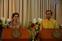 Burma's State Counsellor Aung San Suu Kyi, left, and Thai Prime Minister Gen Prayut Chan-o-cha speak to members of the press in Bangkok on 24 June 2016. (Photo: DVB)