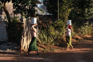 Women on the move in Shan State. The northern part of the state and neighbouring Kachin State are still subject to ongoing flighting with the Burmese military. (Photo: Libby Hogan /DVB)