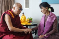Nobel Peace Prize laureates the Dalai Lama and Aung San Suu Kyi pictured during their meeting in London on 19 June 2012. (Photo: @DalaiLama / Twitter)