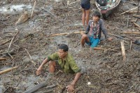 Villagers battle floodwaters in Taunggup Township, Arakan State, on 11 June 2016. (PHOTO: DVB)
