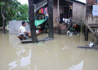 Pegu residents contend with flooding, 14 June 2016. (PHOTO: DVB)