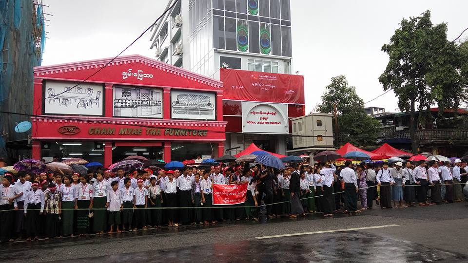 Crowds gather in the rain outside the NLD's head office in Rangoon to mark Martyrs' Day on 19 July 2016. (Photo: Ko Maung / DVB)