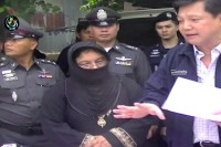 Thai anti-narcotics police arrest a woman accused of transferring drug money from  the Thai-Burmese border town of Mae Sot to Burma in June 2014. (Photo: DVB)