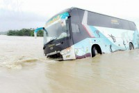 A bus stranded in floodwaters on the Ann-Mrauk-U highway, 6 July 2016. (PHOTO: Supplied to DVB by Nadar Sara)