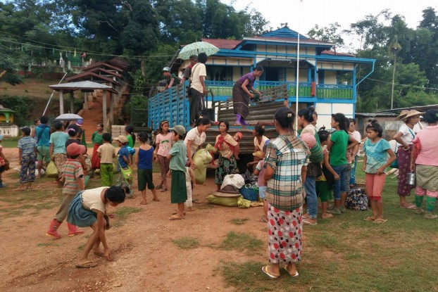 Villagers from Namtu Township begin arriving at a Buddhist monastery to shelter from fighting between TNLA and RCSS/SSA in their area. (PHOTO: DVB)