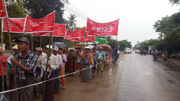 A hundred farmers took to the streets of Monywa on 25 July 2016 to demand compensation for land grabs during the military era. (PHOTO: DVB)
