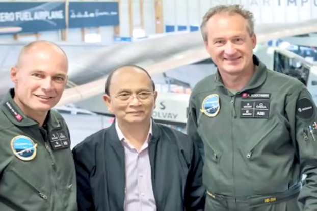 Former President Thein Sein poses with the pilots of Solar Impulse 2 during a visit to Switzerland in September 2014. (Photo: Reuters)