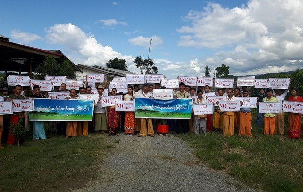 About 60 community leaders from Hopang, Kunlong, Lashio, Tangyan and Hsenwi townships protest against the Naung Pha dam on 21 August 2016. (Photo: SHRF)